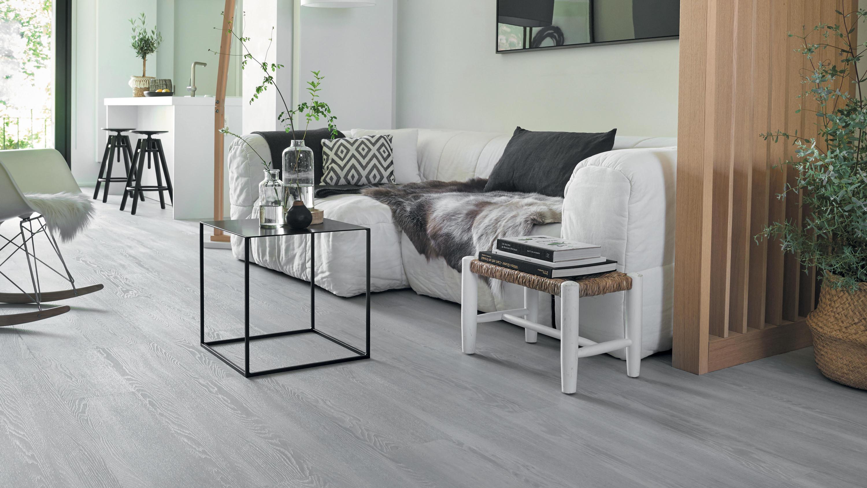 Retro indigo starfloor click 30 30 plus tarkett for Intuitive laminate flooring