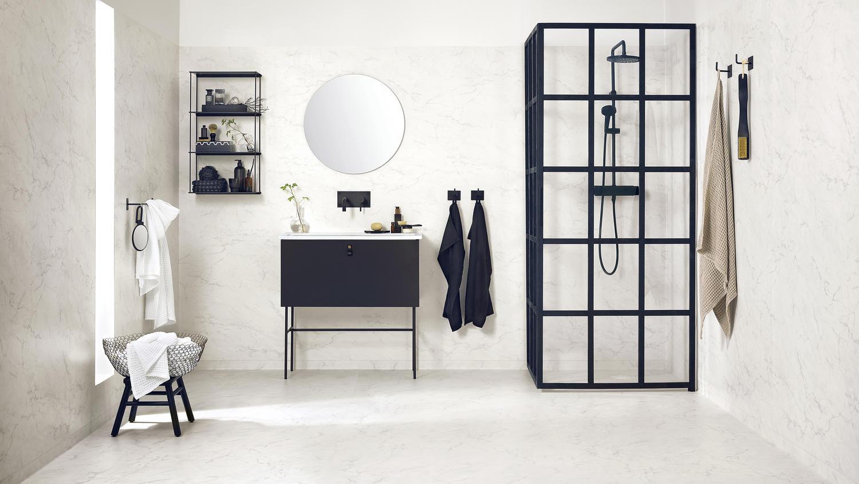 Våtrumsvägg och golv i marmor från Tarketts Aquarelle kollektion