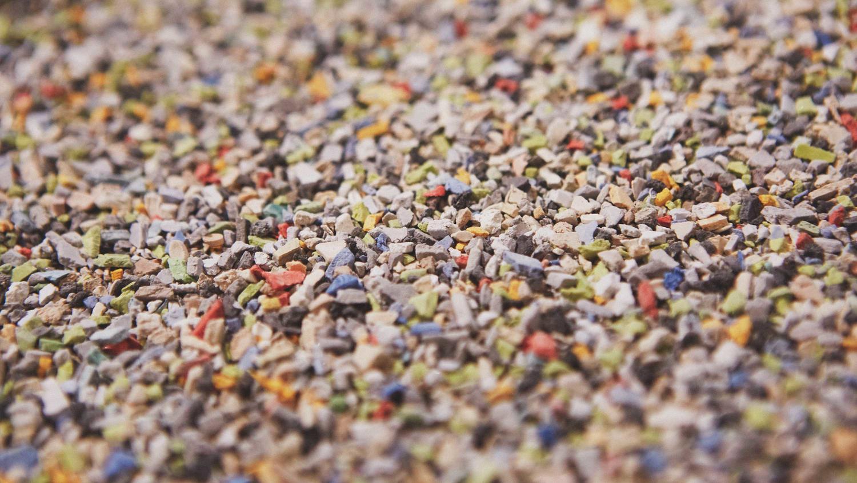 Tarketts hållbarhetsarbete, granulater från gamla återvunna plastgolv